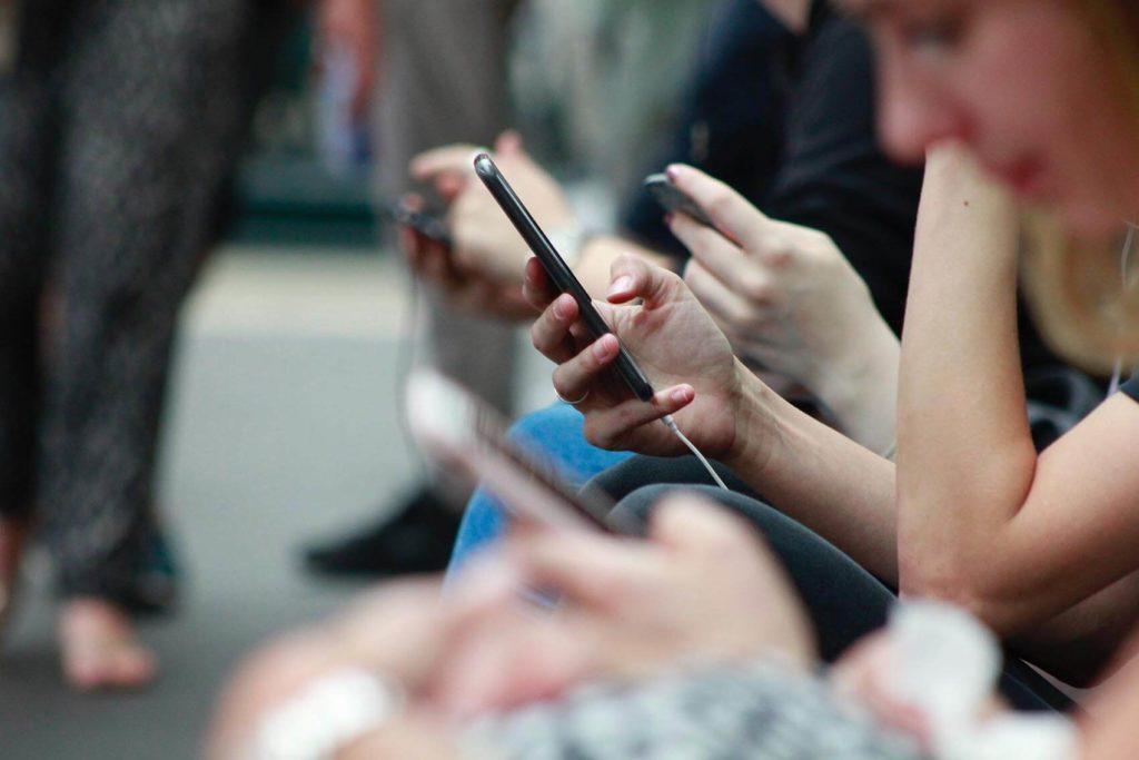 Manque de concentration du mobile et rapport au temps - Agence Discovery