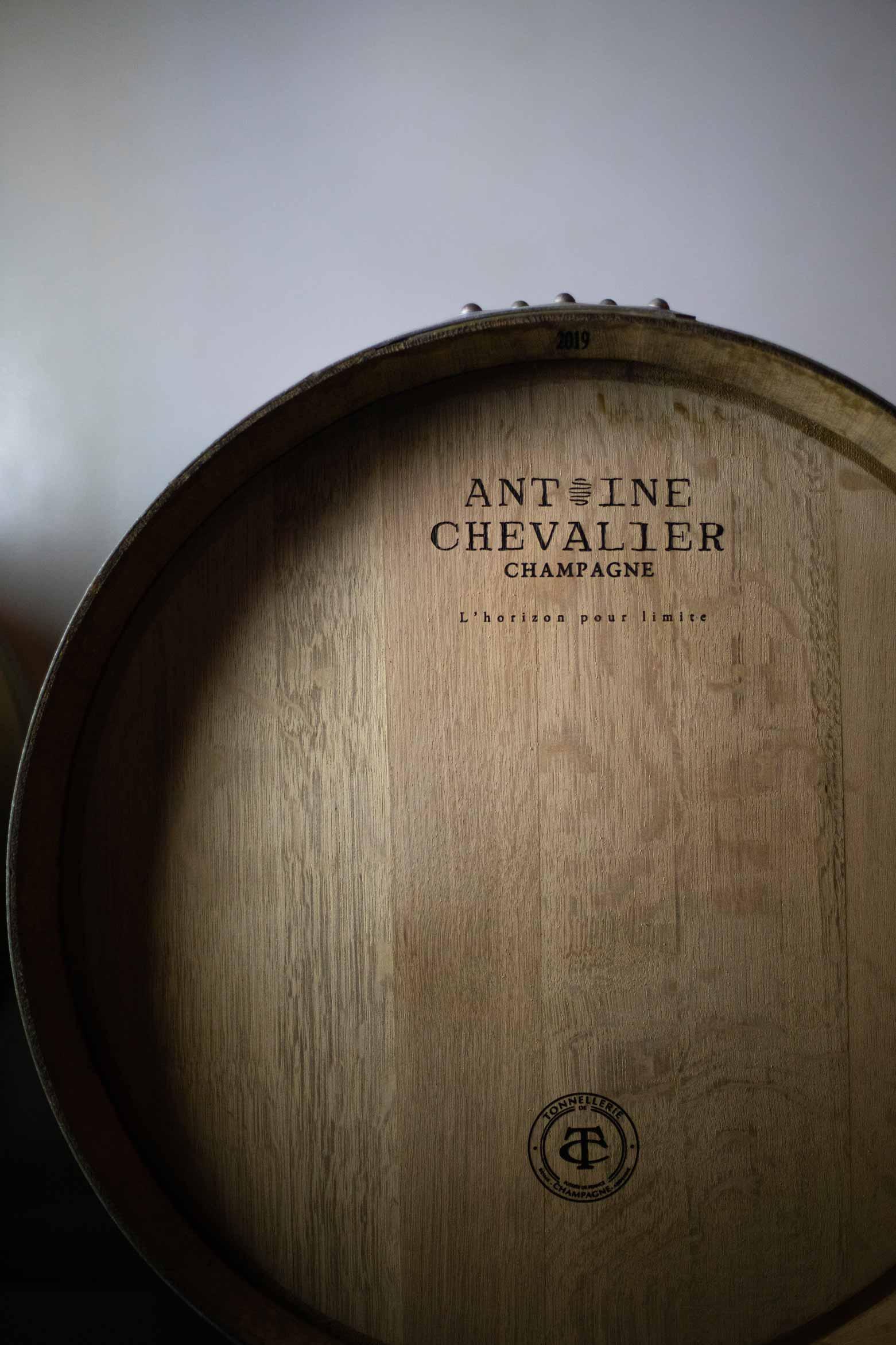 Reportage photo des fûts Champagne Antoine Chevalier - Agence Discovery Reims & Paris