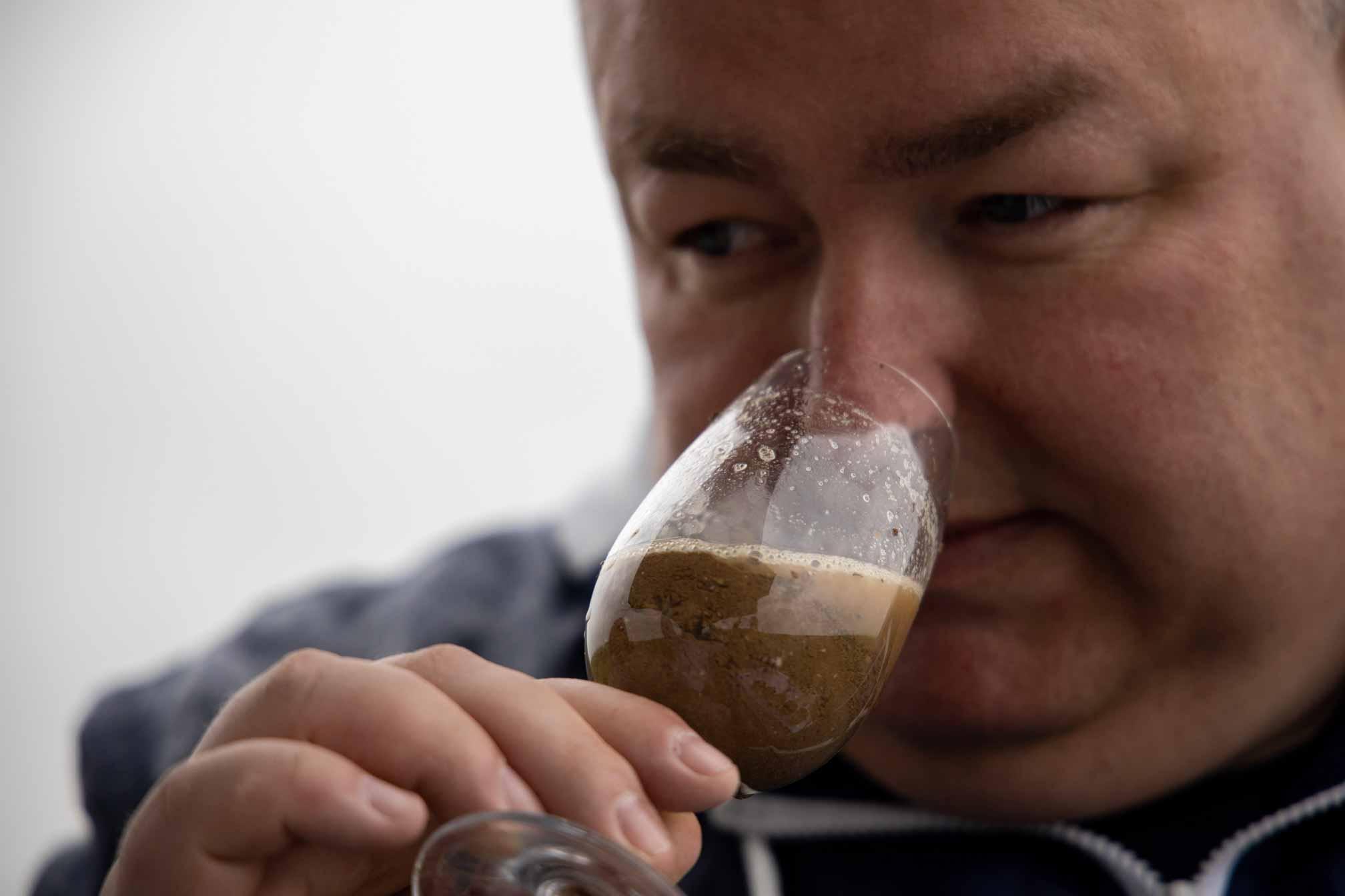 Geoffrey Orban sentant le terroir du Champagne Benoît Cocteaux - Agence Discovery Reims